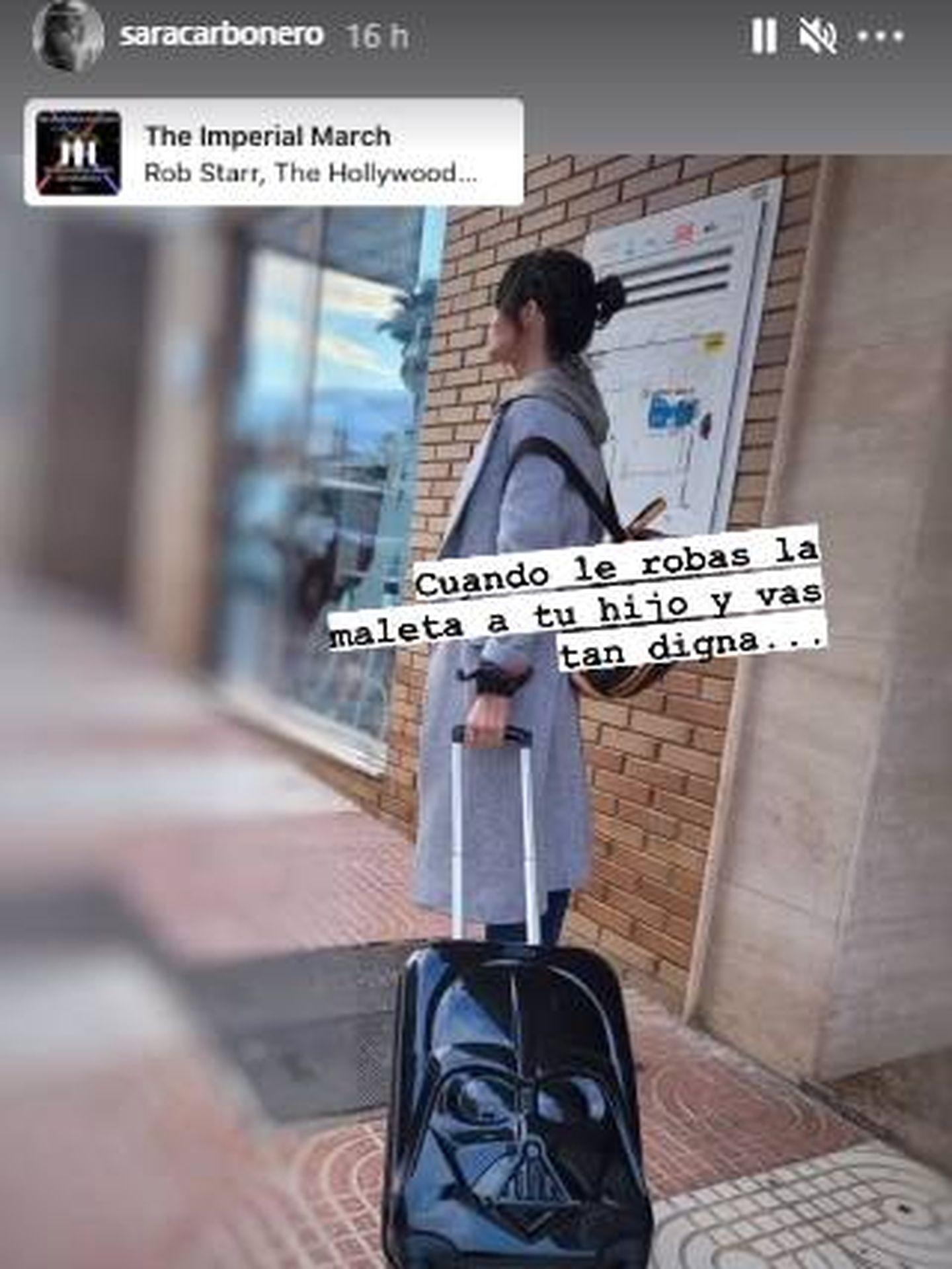 Sara Carbonero con la maleta de su hijo rumbo a Almería. (IG)
