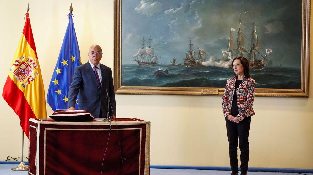 Foto: Toma de posesión de Ángel Olivares como secretario de Estado de Defensa, junto a la ministra Margarita Robles. (EFE)