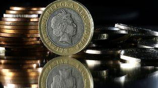 La libra hace lo que debe...