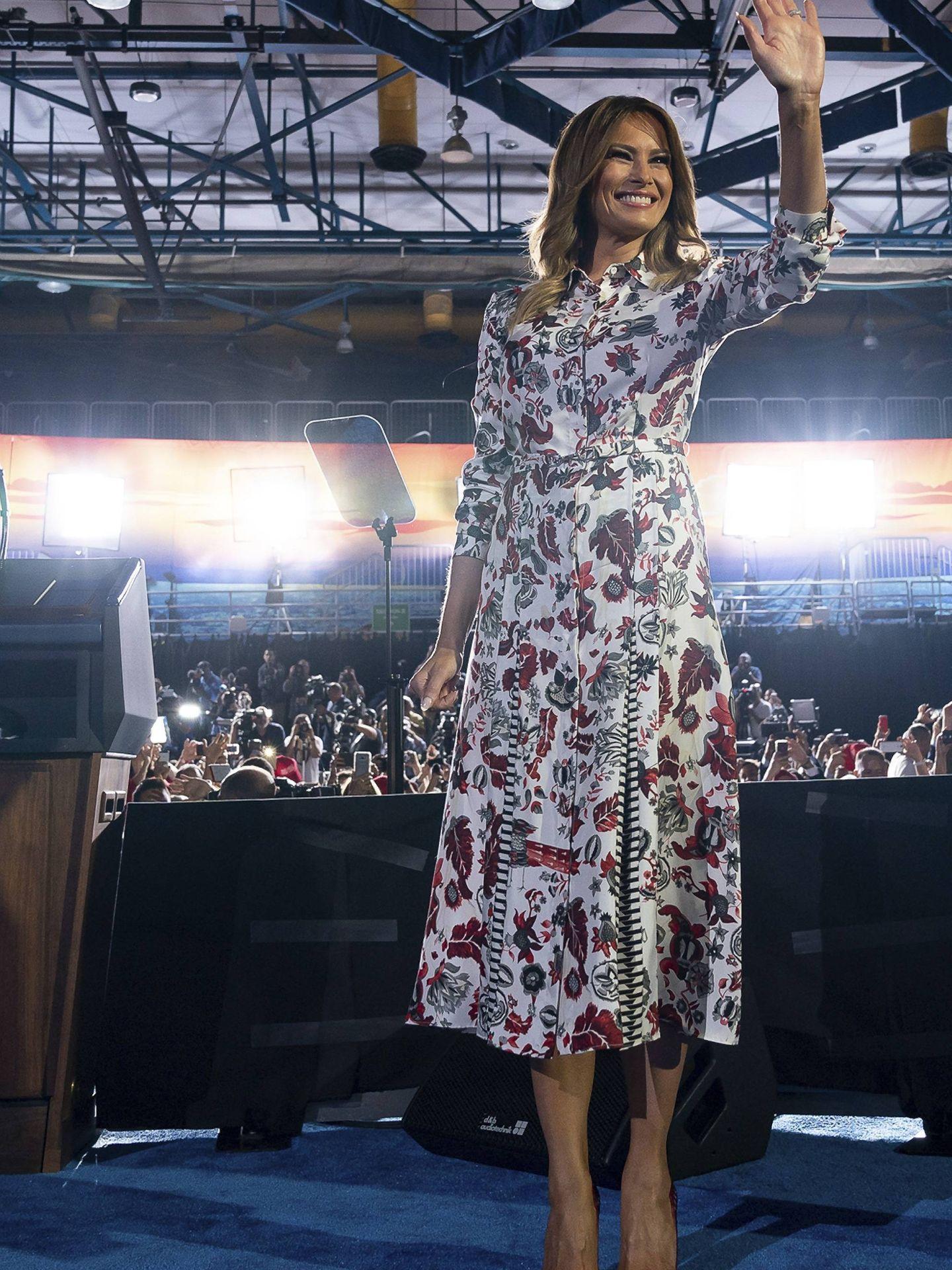 Melania Trump, vestida de Gabriela Hearst en un acto político. (Cordon Press)