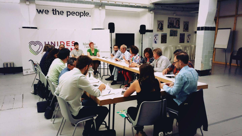 La comisión negociadora del Botànic, en la reunión celebrada en la sede de Podemos en Valencia.