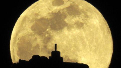La superluna que anuncia la primavera y Les Arts estrena 'Iolanta' de Tchaikovsky: el día en fotos
