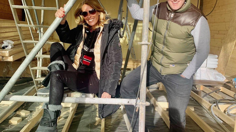 Mónica Martín Luque y Manu Tenorio, visitando las obras de los apartamentos y hoteles de lujo de Fal-Conde.