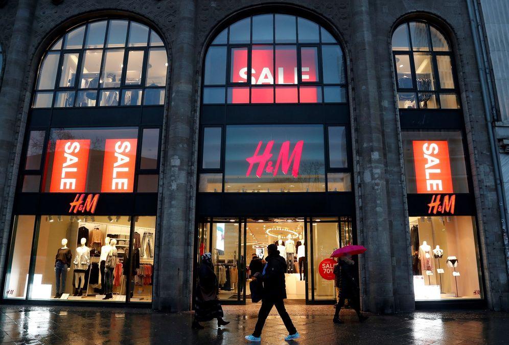 Foto: Los mozos de almacén de H&M apenas llegan a los 900 euros mensuales. (EFE)