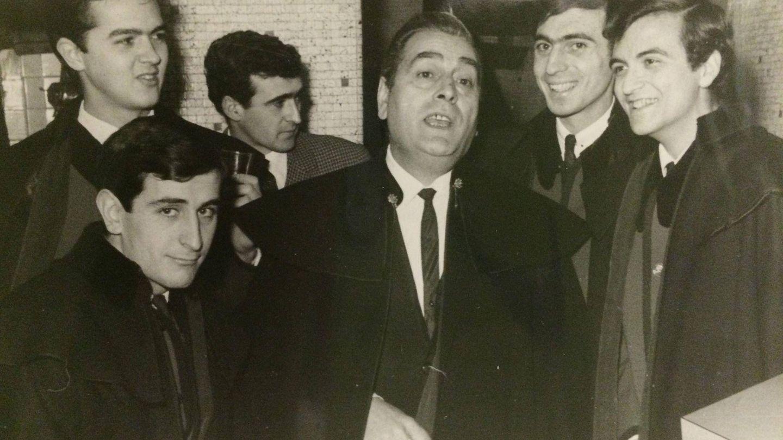 Su padre, con la formación original de Los Brincos. (Cortesía)