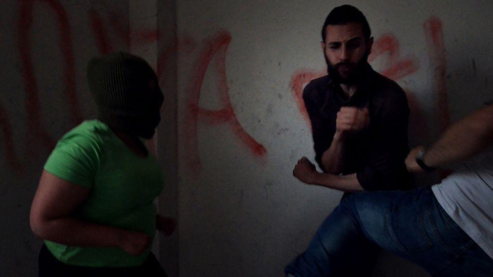 La última performance del artista judío Omar Jerez: encerrarse con ocho neonazis