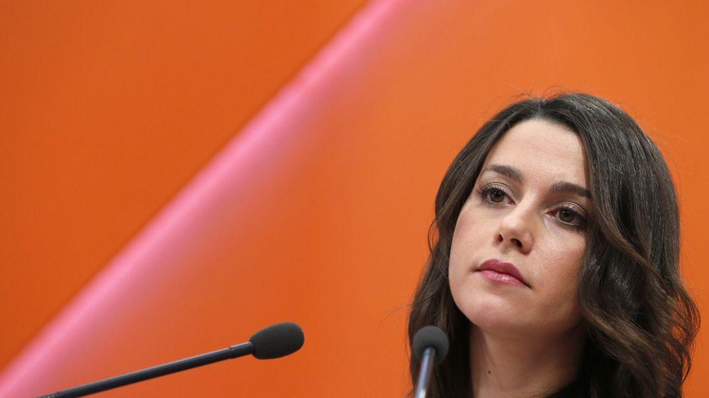 Foto: La portavoz nacional de Ciudadanos, Inés Arrimadas, durante la rueda de prensa ofrecida tras la reunión de la Ejecutiva Nacional. (EFE)