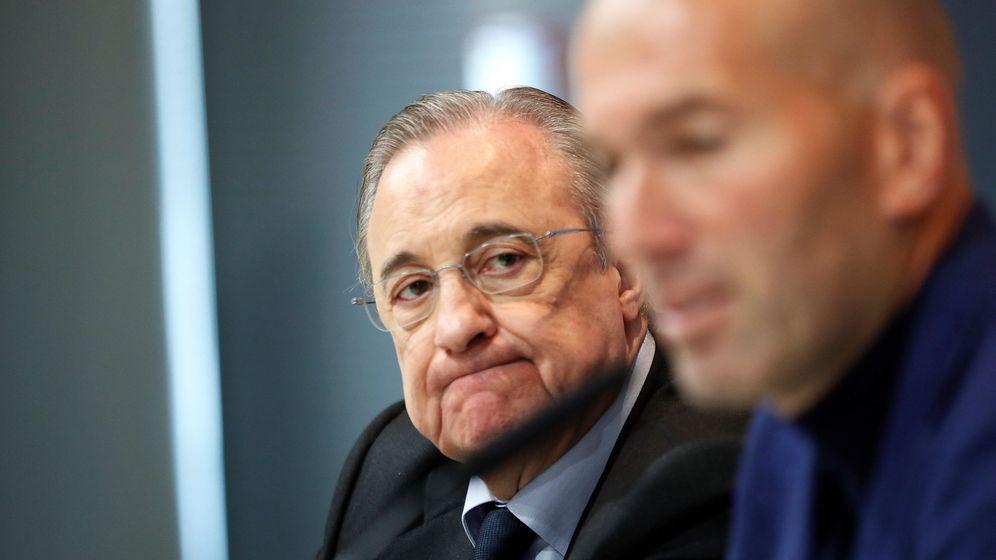 Foto: Florentino Pérez y Zidane, durante la rueda de prensa en la que el francés anunció su marcha del Real Mardrid (EFE).