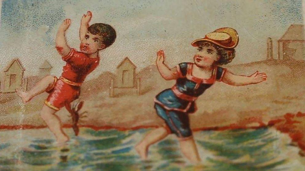 100 años veraneando en España: los souvenirs rescatados del s.XX