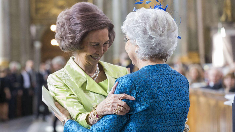 Cristina saludando a la Reina Sofía