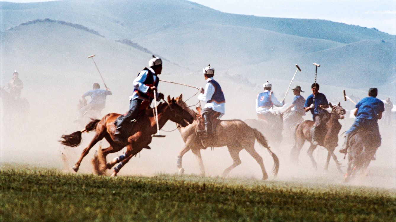 Foto: Momento de un partido de polo en plena estepa. (Aline Coquelle)