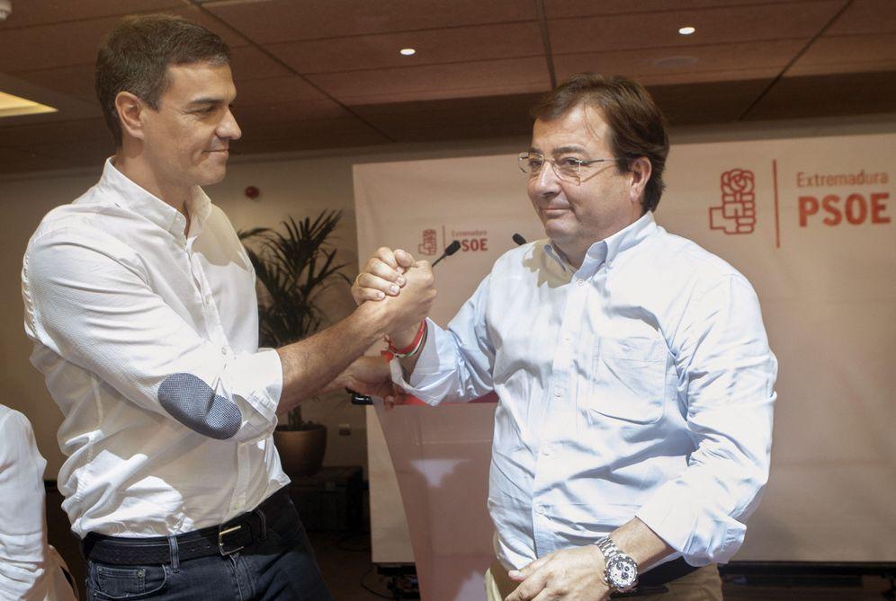 Foto: Pedro Sánchez y el presidente extremeño y secretario regional, Guillermo Fernández Vara, este 9 de septiembre en Badajoz. (EFE)