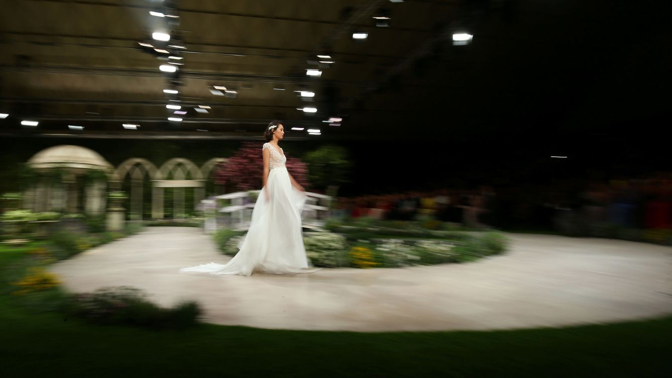Foto: A model presents a wedding dress of pronovias during the barcelona bridal week