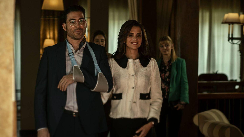Miguel Ángel Silvestre y Macarena Gómez en '30 monedas'. (HBO)