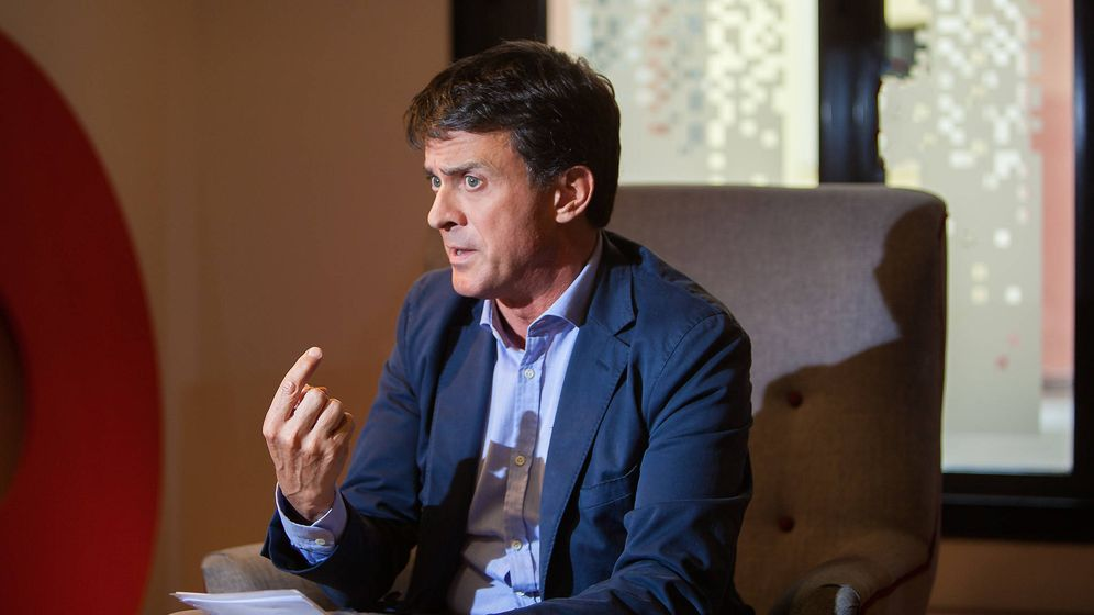 Foto: Manuel Valls, alcaldable por Barcelona, durante la entrevista con El Confidencial. (Alberto Gamazo)