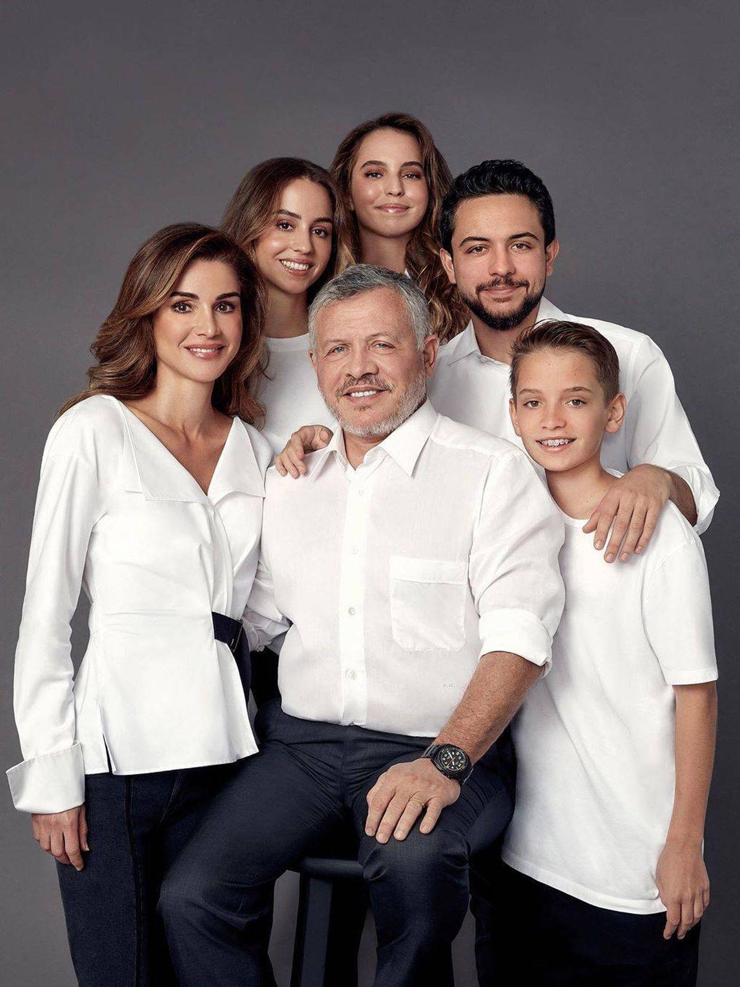 La familia real jordana, en la felicitación del año pasado. (Instagram @queenrania)