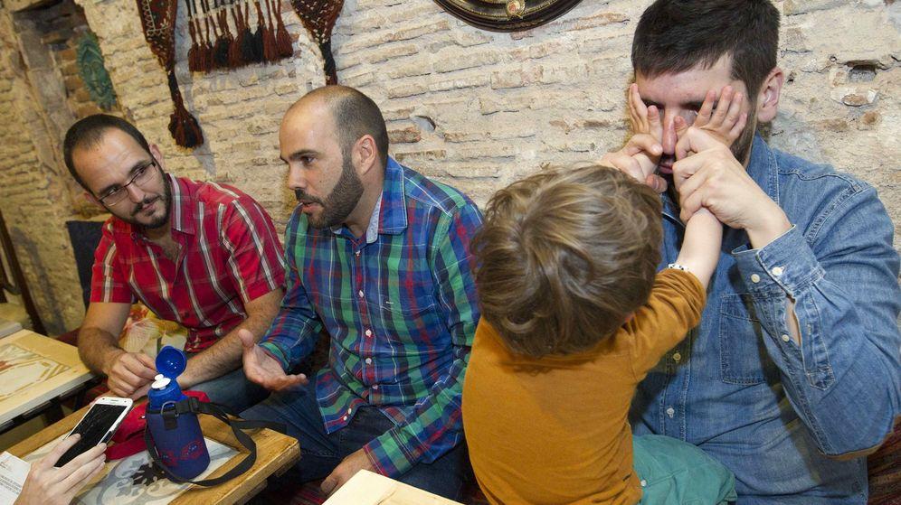 Foto: Un documental visibiliza la gestación subrogada en España. (EFE)