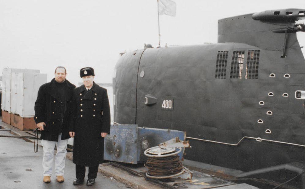 Foto: Imagen del documental 'Operation Odessa' con Tarzán posando junto a un oficial del ejército ruso y un submarino.