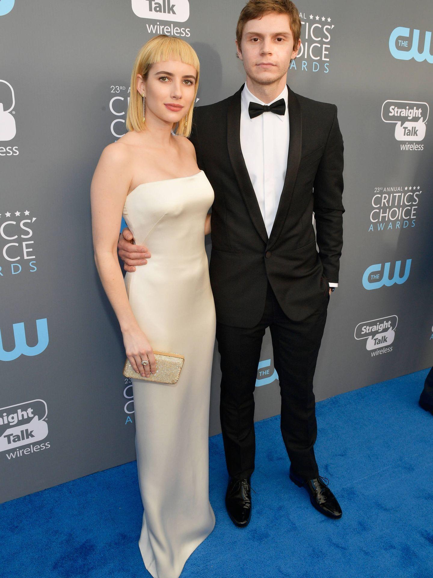 Emma Roberts y Evan Peters, cuando aún eran pareja. (Getty)