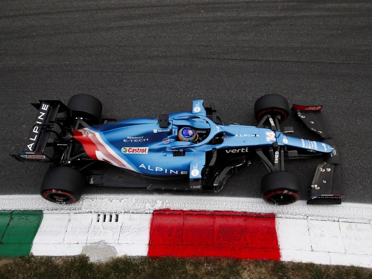 Foto: Fernando Alonso en la curva parabólica del circuito de Monza.