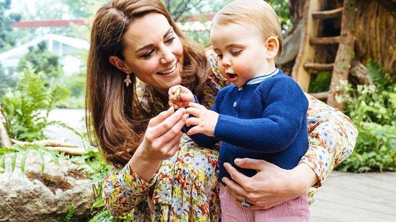 Kate Middleton con su hijo Louis. (IG)