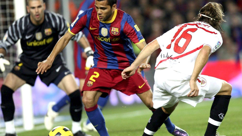 Dani Alves llegó al Sevilla por 800.000 euros y se fue al Barcelona por 42 millones. (EFE)