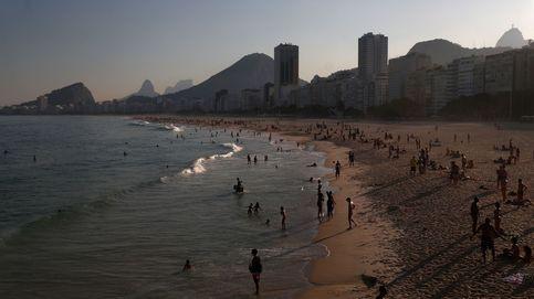 Desalojan la playa de Copacabana en Río de Janeiro por el aumento de casos