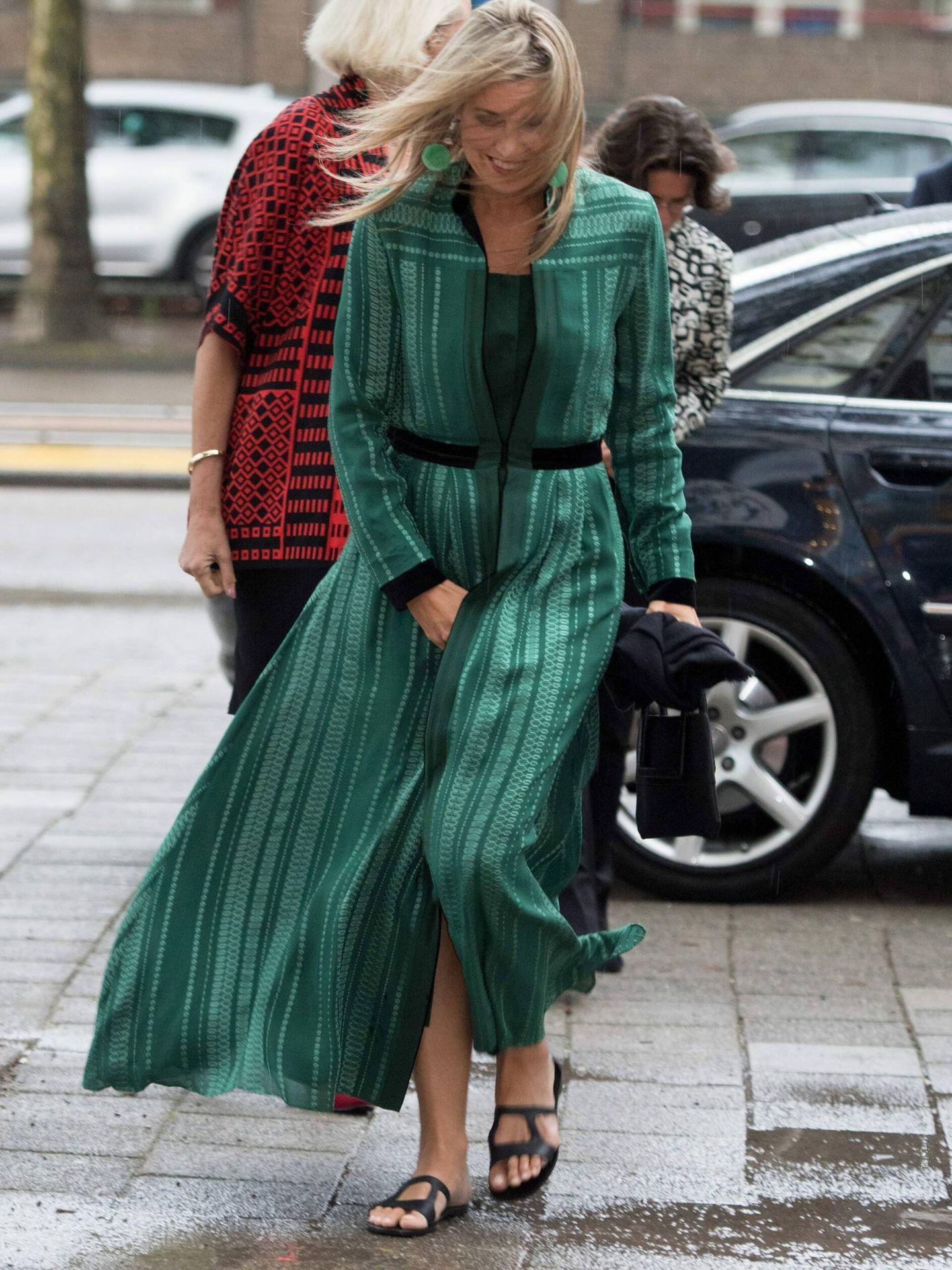 La reina, con la misma túnica y chanclas en 2017. (CP)