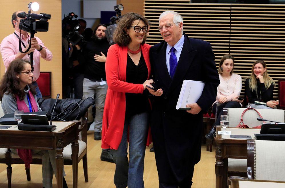 Foto: Soraya Rodríguez, con el ministro de Exteriores, Josep Borrell, el pasado 13 de diciembre en el Congreso. (EFE)