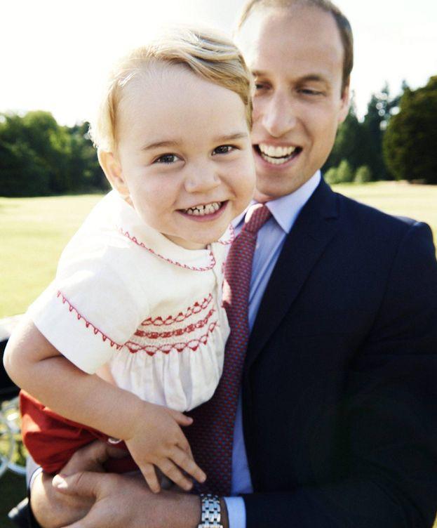 Foto: El principe Guillermo junto a su hijo en una imagen de archivo.