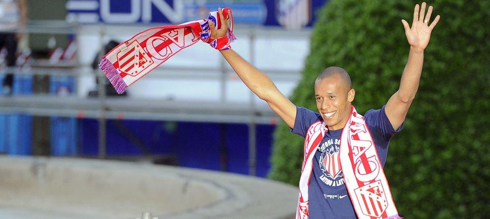 Foto: Miranda celebrando el título de campeón de Liga del Atlético (GTres).