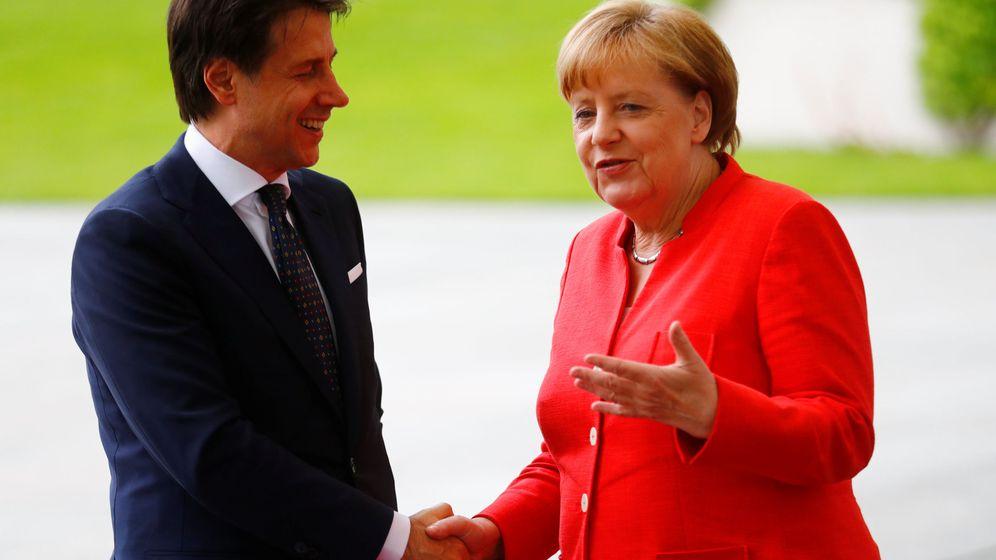 Foto: Merkel saluda a Conte a su llegada a Berlín. (Reuters)