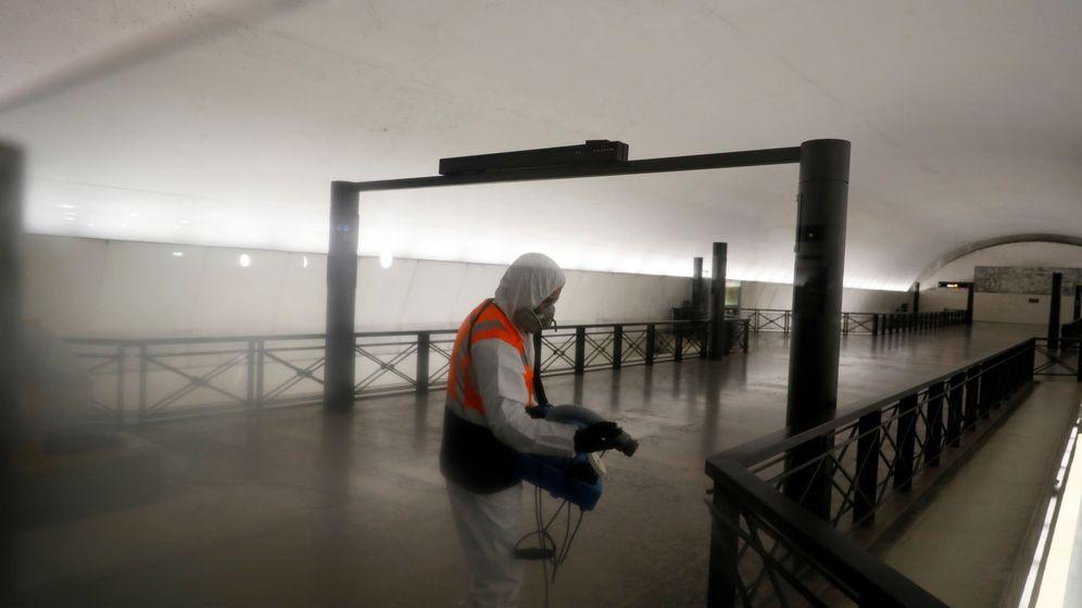 Foto: Desinfección de metro de Lisboa (Reuters)