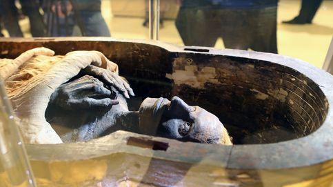 Descubren una momia de barro, un tratamiento mortuorio nunca visto