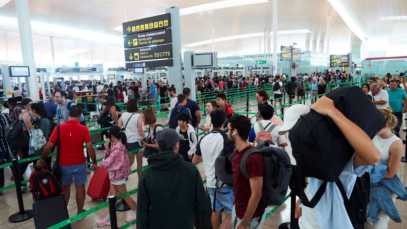 Foto: Segunda jornada de huelga en el aeropuerto de Barcelona. (EFE)