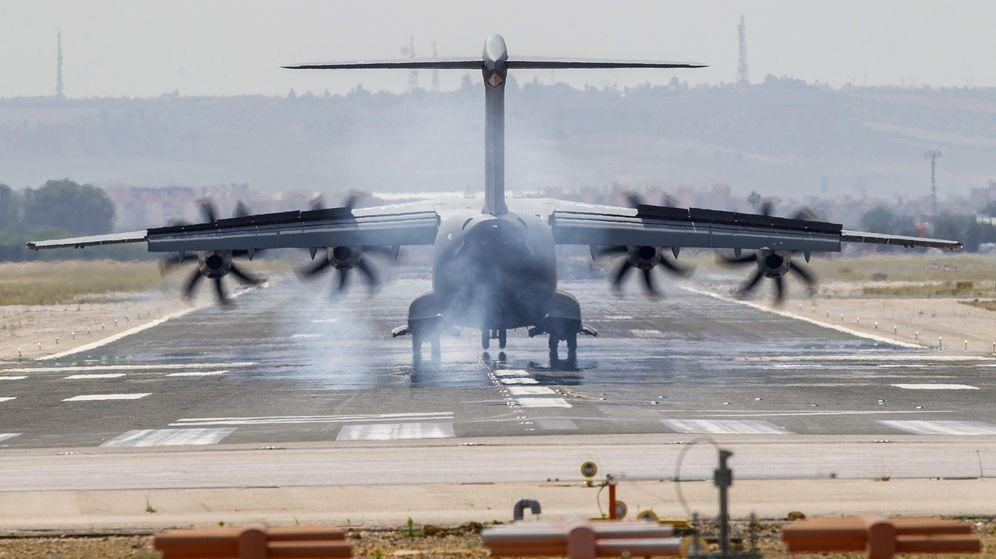 Foto: Llega a Sevilla el primer vuelo de prueba del A400m tras el accidente. (EFE)