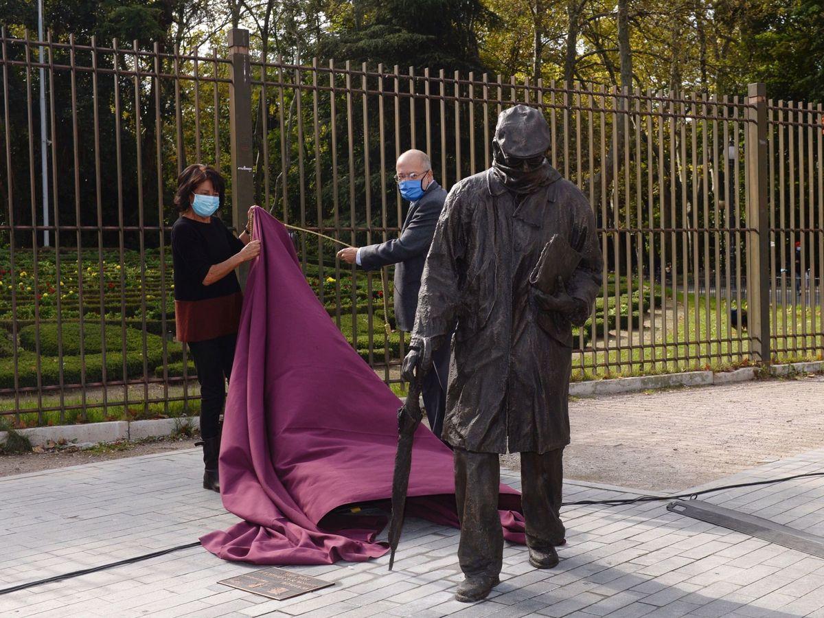 Foto: Escultura de Delibes en la plaza Zorrilla de Valladolid (EFE)