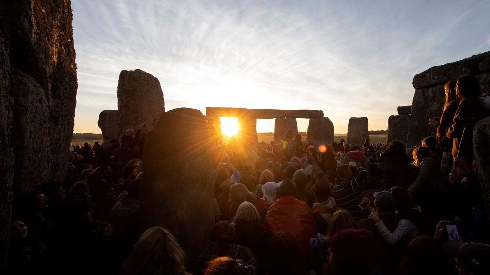 Foto: Anochecer en el solsticio de verano de Stonehenge. (EFE)