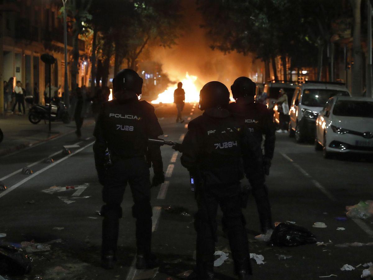 Agentes de la Policía Nacional durante una concentración en Barcelona. (EFE)