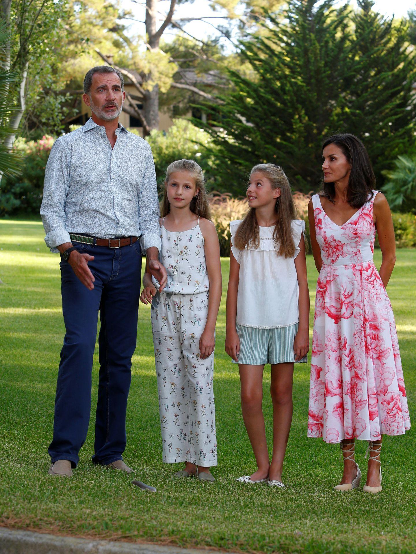 Uno de los últimos posados de la familia real en Marivent. (Reuters)