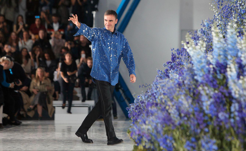 Foto: Raf Simons se despide de su último desfile para Dior