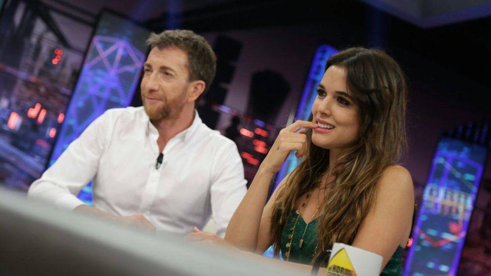 Adriana Ugarte y su canto a las fantasías carnales en 'El hormiguero'