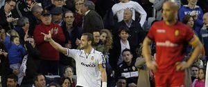 El Valencia logra la victoria con diez e impide despegar a los de Gregorio Manzano
