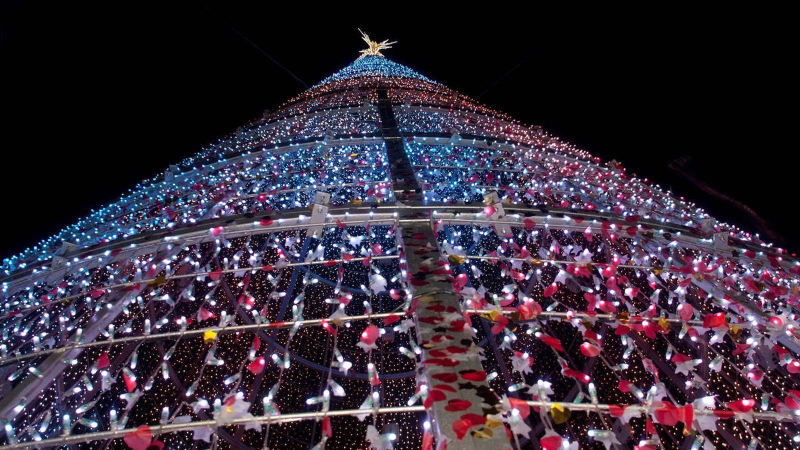 fc694e30795 Navidad  Los taxistas de Vigo llevan gratis a 200 ancianos a ver las luces  de Navidad