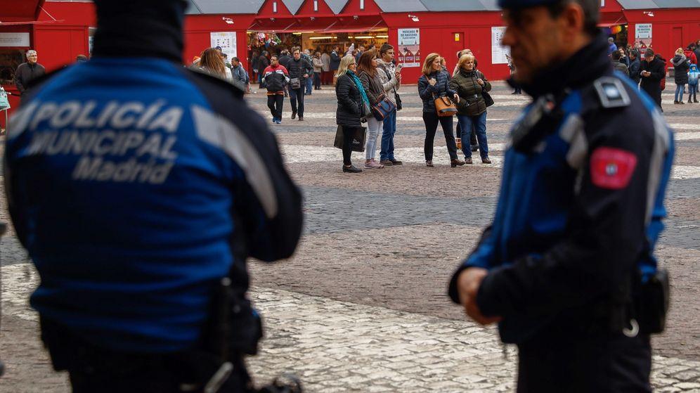 Foto: Agentes de la Policía Municipal de Madrid en la Plaza Mayor.