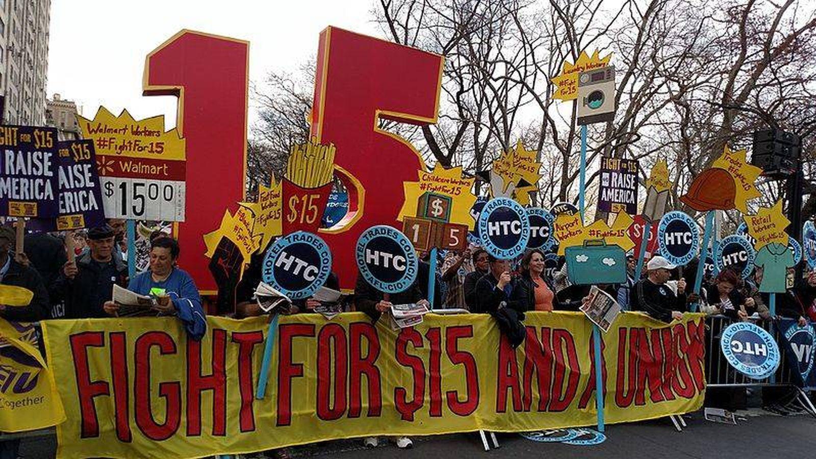 Foto: Manifestación en Nueva York de los empleados de comida rápida. (Reuters)