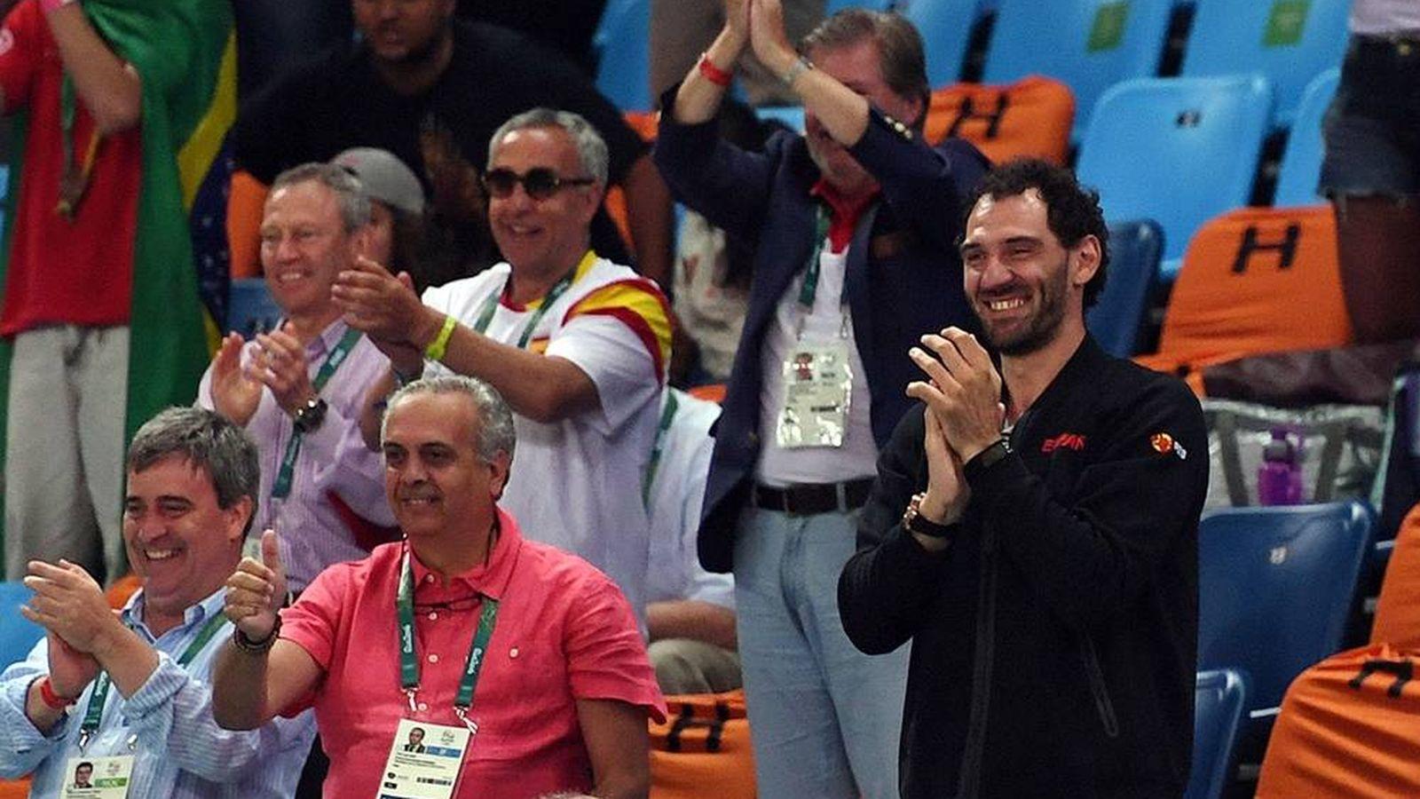 Foto: Sáez, el segundo abajo por la izquierda, junto a Cardenal, Garbajosa, Blanco y Méndez de Vigo. (FEB)