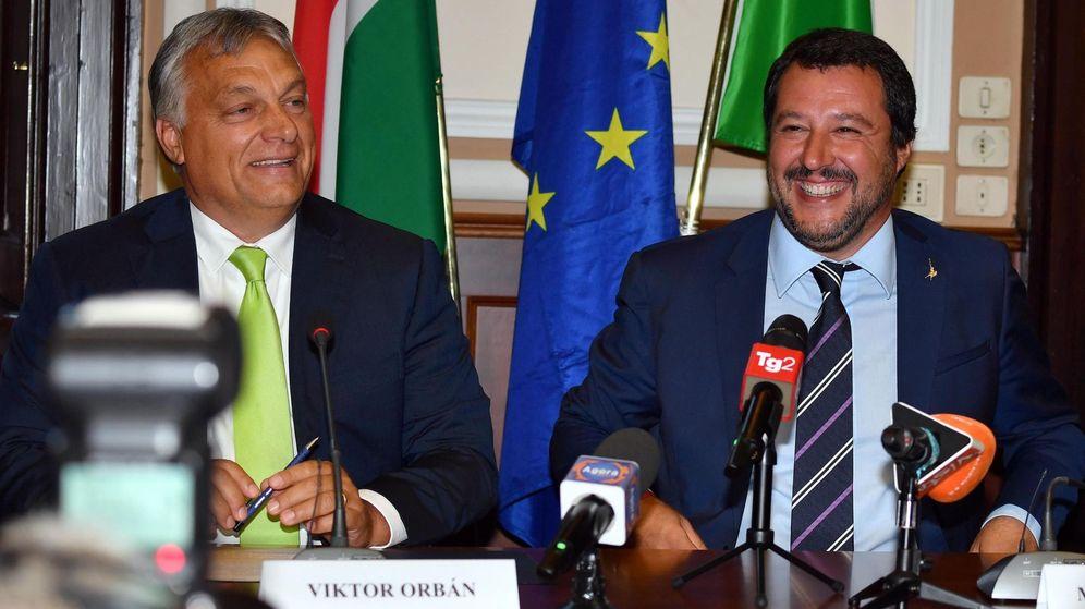 Foto: El ministro del Interior italiano, Matteo Salvini, con el primer ministro húngaro, Viktor Orbán. (EFE)