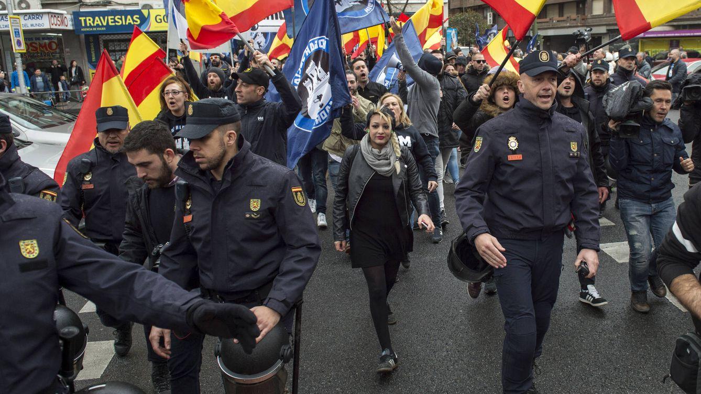Foto: Melisa Domínguez, al frente de una concentración fascista el pasado 3 de abril (foto: Álvaro Minguito / Diso Press)