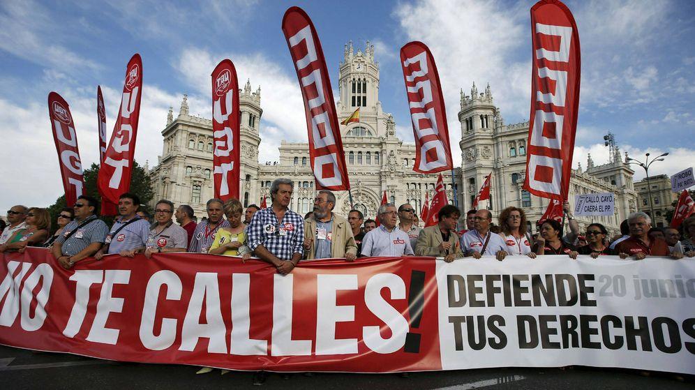 Foto: Manifestación convocada contra los recortes sociales y la reforma laboral en Madrid. (EFE)